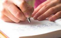Vers- és esszéíró pályázatot hirdetnek fiataloknak