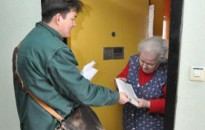 A megszokott rendben zajlik az emelt összegű nyugdíjak kézbesítése