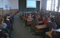 Dr. Zacher Gábor tartott előadást tegnap kilencedik és tizedik évfolyamos diákoknak
