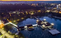 A Hévízi-tó és Hévíz naplementekor