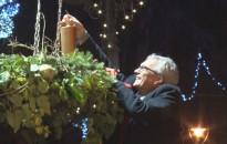 Vasárnap már az öröm gyertyájának fénye ragyogott fel az adventi koszorúkon