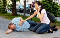 A megkérdezettek 50%-a nem tudja, mit tenne, ha látna egy rosszul lévő embert az utcán