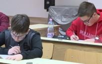 Központi írásbeli felvételi vizsgát tartottak az érintett gimnáziumokban és szakgimnáziumokban