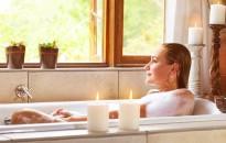 Így készítsünk otthon gyógynövényes, illóolajos fürdőt