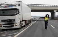Nehéz tehergépkocsikat és autóbuszokat ellenőriz a rendőrség a jövő héten