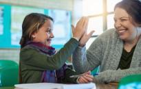A dicséret jobb viselkedésre ösztönzi a diákokat a büntetésnél