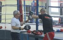 Salamon Lászlót ünnepli a kanizsai boksztársadalom