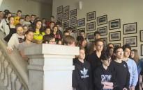 A kommunista diktatúra áldozataira emlékeztek ma a Rozgonyi-iskolában