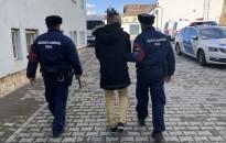 Késsel rabolt ki egy férfi egy ékszerboltot Nagykanizsán (Friss: Őrizetben a 19 éves rabló)
