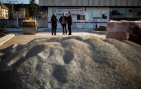 Polgármesteri szemle az Eötvös tér felújítási munkálatainál
