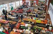 Hétfőtől a vásárcsarnok kereskedői közül is többen otthon maradnak