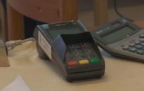 A PIN-kód nélküli bankkártyás fizetés értékhatárának emelésére szólítja fel a Magyar Nemzeti Bank a pénzügyi rendszer szereplőit
