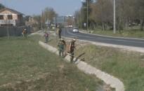 Elkezdődött a külső városrészek és a Csónakázó-tó zöldterületeinek esedékes gondozása