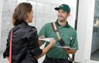 A posta megemelte az utalványok háznál történő kézbesítésének összeghatárát