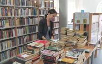 Zárt ajtók mögött is dolgoznak a könyvtárosok