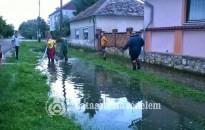 A nagyobb esőzések előtt tisztítsuk ki a vízelvezető árkokat!