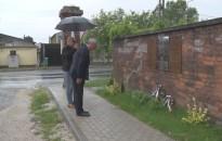 Megkoszorúzták a Csengery úti evakuációs emlékhelyet