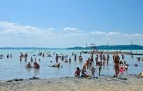 Idén is meghirdetik a Kék hullám zászló balatoni strandminősítő versenyt