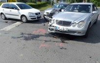 Nem adott elsőbbséget a Mercedes 20 éves vezetője, három autó bánta