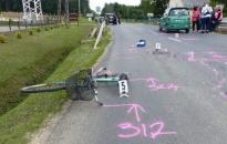 Figyelmetlen volt a 80 éves surdi néni, biciklijével személyautónak ütközött