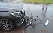 Személyautós és biciklis ütközött a Vámház utcában