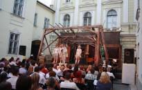 Megkezdődik a nyári színházi programsorozat a zalaegerszegi Kvártélyházban