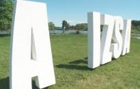 Megrongálódott az új térbetű-installáció a Csónakázó-tónál