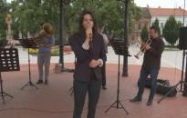 Operett slágerek csendültek fel az Erzsébet téren