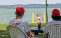 Már tizennégy éve vigyáznak fiatal vöröskeresztes önkéntesek a balatoni nyaralókra