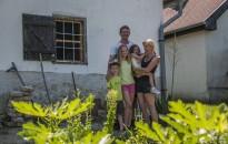 Ásó kapa – Itt nem kell wifi jelszó, saját kertjük van