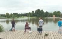 Horgászó gyerekek népesítették be a Csónakázó-tó szigetét