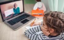 A szülők negyedének kellett új számítástechnikai eszközt venni a koronavírus-járvány idején egy kutatás szerint