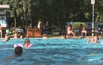 Pool party volt a kanizsai strandon