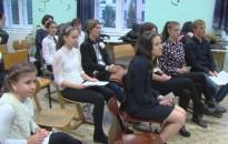 Adventi ének- és versmondó verseny a Piarista-iskolában