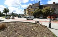A COVID-19 jött, a Giro d'Italia nem, a fák még várakoznak… – Átadás-közelben a megújuló Eötvös tér