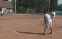 Zárták szabadtéri idényüket az amatőr páros teniszezők