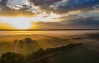 Ködös napfelkelte a Principális-völgyben