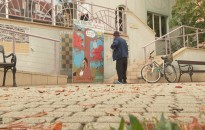Őszi fotófal várja az olvasókat a városi könyvtárnál