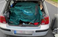 Szlovák nő kuporgott a Golf csomagtartójában, a letenyei határrendészek fülön csípték