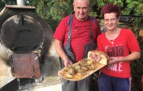 Cipóban sült csülök – egy mórichelyi kemencéből