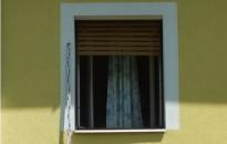 Bemászott a plébánia ablakán, több százezer forinttal távozott