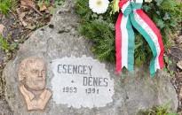 Programsorozattal emlékeznek a 30 éve elhunyt Csengey Dénesre Keszthelyen