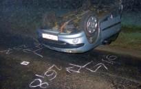 Hiába fékezett a vezető, fejtetőn állt meg Peugeot