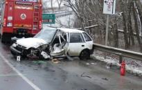 Kamionnal ütközött a megcsúszó Suzuki