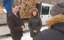 Tűzifával és tartós élelmiszerrel is segíti a rászorulókat a megyei védelmi bizottság