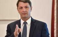 Cseresnyés: a kormány költségvetési és uniós forrásokkal is támogatja a fiatalok foglalkoztatását
