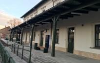 Tapolcán is megújult vasútállomás fogadja az utazókat