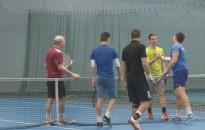 Pattogott a teniszlabda