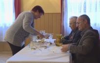 Nyugdíjasok ha találkoznak: Pogácsák, borok és nóták