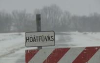Gondot okozott a hófúvás és a havazás a környék útjain